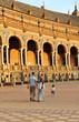 Pareja con niño en Sevilla