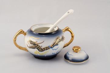 Cukiernica z chińskiej porcelany