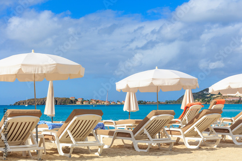 Poster Egypte Beach chairs and parasols on a beach in a tropical paradise