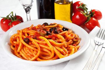 pasta al sugo con pancetta e olive