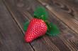 Erdbeere mit Blätter auf Holz I