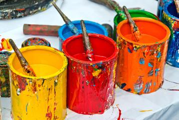 Bunte Farbdosen Künstlerutensilien - Painter Color Cans