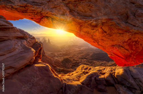 Fotobehang Canyon Mesa Arch at Sunrise