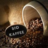 Bio-Kaffee mit Holzfass