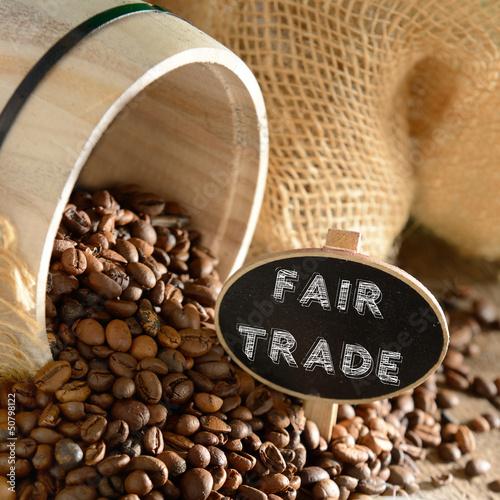 Fairer Handel Bio-Kaffee mit Holzfass