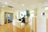 Fototapety Eingangstür mit Empfangs-Tresen im Vorraum Büro