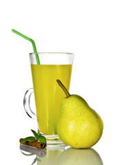 груша ,сок на белом фоне