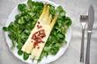 Spargel überbacken mit Käse auf Vogerlsalat