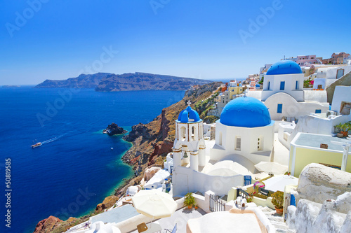 Foto Spatwand Mediterraans Europa White architecture of Oia village on Santorini island, Greece
