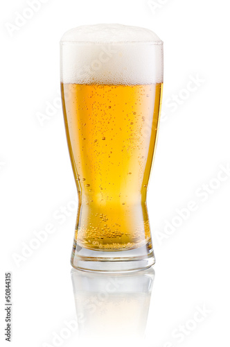 Foto op Canvas Bier / Cider Glass of fresh beer with cap of foam isolated on white backgroun