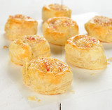 Puff pastry rolls with cheese