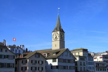 Züricher Altstadtpanorama mit Schweizer Flagge