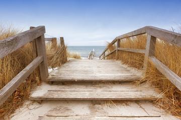 Treppe zum Ostseestrand Heiligenhafen im Winter