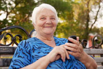 Senior Woman and new technologies