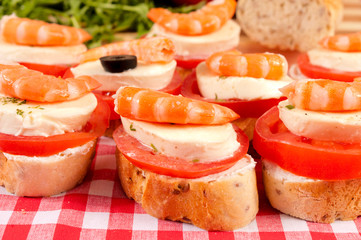 Mini sandwiches with shrimps