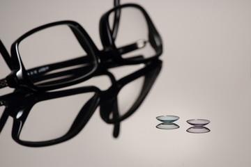 Kontaktlinsen oder Brille