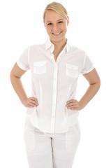 Junge Frau in weißer Kleidung