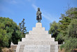 Leinwanddruck Bild - Napoleon-Denkmal auf Korsika mit Sockel und Treppe