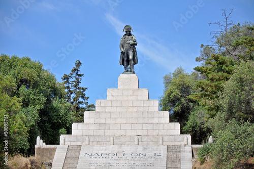 Leinwanddruck Bild Napoleon-Denkmal auf Korsika mit Sockel und Treppe