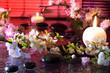 fiori di mandorla con candela e pietre nere - cromoterapia