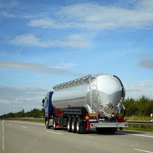 Fototapeten,lastentransport,tanker,tankstelle,straße