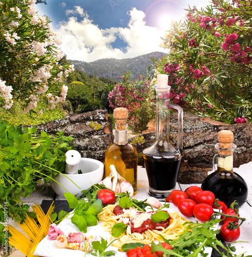 Leinwanddruck Bild Italienische Spezialitäten in Italien genießen