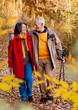Senioren spazieren im Frühling / walking 5
