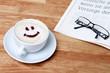 Brille und Kaffee