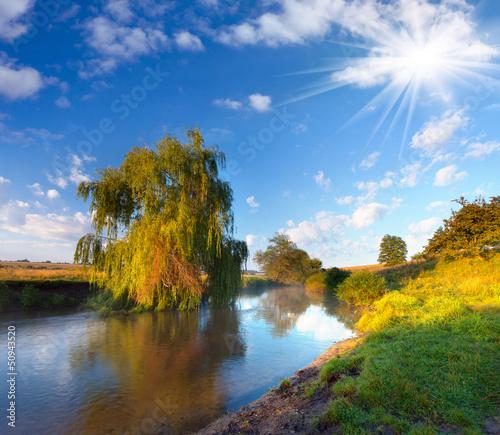 piekny-letni-krajobraz-nad-rzeka