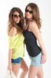 ragazze con occhiali da sole