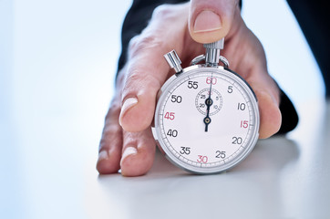 Main tenant un chronographe