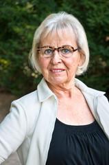 Ältere Dame Selbstbewusst