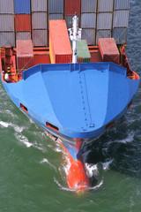 Bug eines Containerschiffs