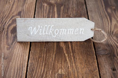 Willkommen-Schild auf Holz