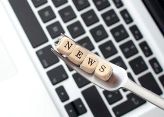 News auf Gabel mit Tastatur