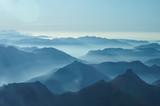 Nebelschwaden in den Tälern des Voralpenlandes