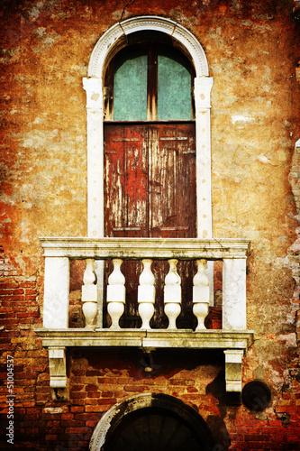 texturiertes Bild einer typischen Hausfassade in Venedig