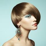 Portret pięknej kobiety z kolczykiem - 51005904