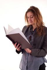 Młoda kobieta z książką