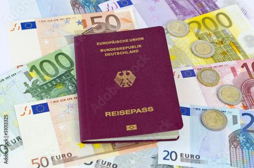 canvas print picture Reisekosten: Geld und Reisepass