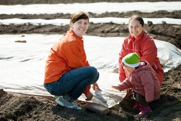 family covers  soil a polyethylene film