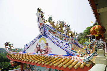 Chinese style dragon statue at roof of temple