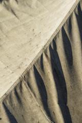 Lona de velero sucia, costura diagonal.