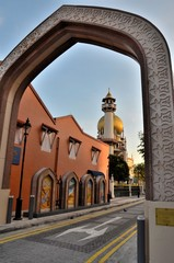 Sultan mosque Arab Street thru arch