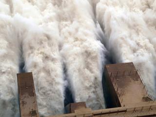 Merowe Staudamm, Wassermassen am Ausfluss