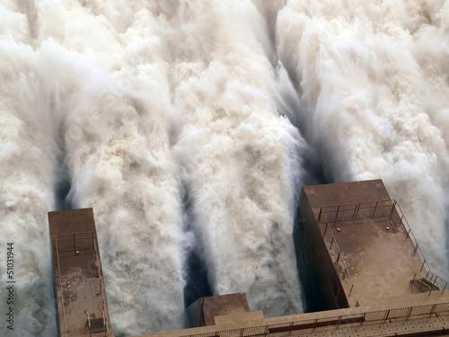 Fotobehang Kanaal Merowe Staudamm, Wassermassen am Ausfluss