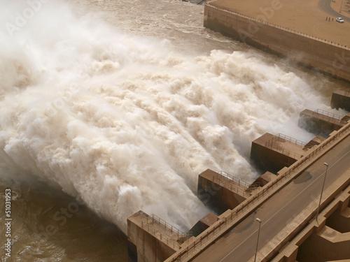 Fotobehang Kanaal Staudamm Ausfluss