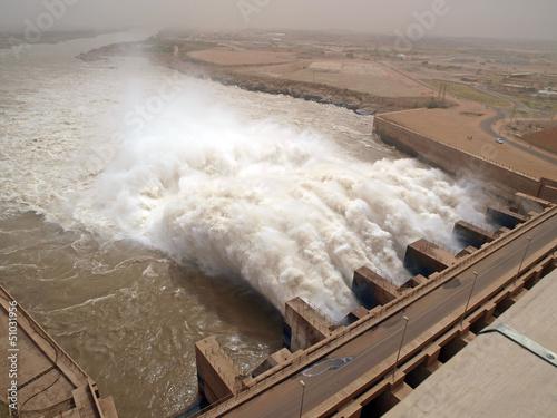 Deurstickers Kanaal Staudamm Merowe im Sudan - Ausfluss von Wassermassen