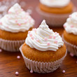 Vanilla muffins with cream