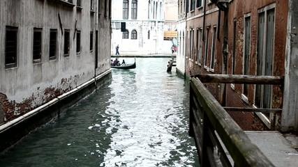 Laguna di Venezia - gondola con turisti